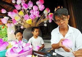 Paper Flower Business Craft Business Booming In Hue Life Style Vietnam News