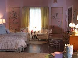 hanna marin bedroom pink wallpaper pll bedrooms trove grotte lomasi vanity room aria montgomery how