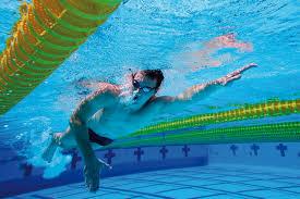 Regelmäßig schwimmen und abnehmen