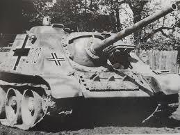 un cañón de asalto soviético su 85 capturado intacto por las tropas alemanas las cruces son más grandes de lo habitual era ésta una práctica ún con el
