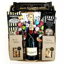 moet nibbles crunch celebration basket