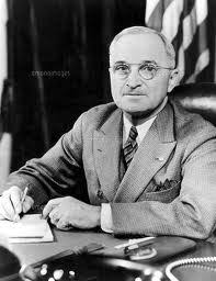 「1951年 - トルーマン米大統領がマッカーサー元帥の極東全指揮権を解任」の画像検索結果