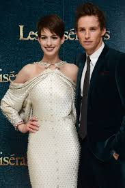 die besten les miserables imdb ideen auf les anne hathaway and eddie red ne at event of les misatildecopyrables 2012