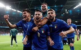 Italy into the final on penalties after ...