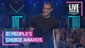 What is noah centineo trying to say? Noah Centineo S Message About Helping Others At E Pcas E People S Choice Awards Youtube