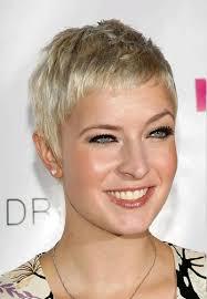 Charmante Kurzhaarfrisuren F R Frauen Mit Blonden Haaren