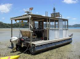 Floating House Plans Best 25 Pontoon Houseboat Ideas On Pinterest Houseboats