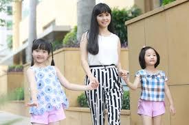 Mẹ con Trang Nhung rạng rỡ với trang phục Elise