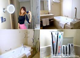 they even have bathtub in the washroom with my favourite ring lighted makeup mirror hanging on the wall this is perfect for makeup especially when the