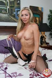 Lisa DeMarco hot MILF shows how to suck a big Cock Pichunter