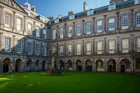 Skottland är ett land med vacker natur, vackra landskap och en del forntida slott. Skottland