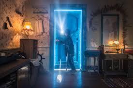 Za niebieskimi drzwiami – film piękny, że aż strach! - Juniorowo