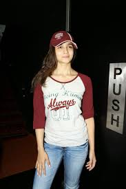 Alia Bhatt Looks Super Sexy In Tight Jeans and Casual T Shirt At.