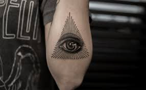 глаз в треугольнике значение тату как выглядит