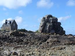 maison entre des rochers house between rocks dasfelsenmeer ringsumdas pointe