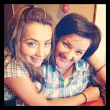 "Aida Canales Twitterissä: ""Con @DianaNeira_ en casa celebrando. Gracias  hija por tanto cariño http://t.co/IGMI5HK4"""