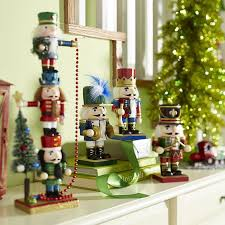 christmas decorating ideas with nutcrackers