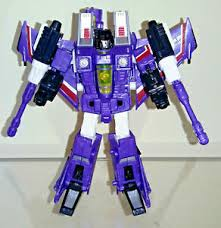 Hotlink, a geeky engineer, is a member of an elite team within the decepticon army, called the seekers. Transformers Botcon Rainmakers Exclusive Hotlink Loose 100 Complete Ebay