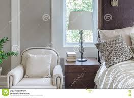 Poltroncina Per Camere Da Letto : Sedia bianca di lusso nella progettazione classica della camera da