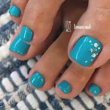 シンプルな夏のフットネイルペディキュアデザイン32選青水色や花