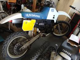 1987 430xc rebuild cafe husky once i got home and tore into all both bikes for closer inspection i found a few small problems first was the water pump seal went bad putting coolant into