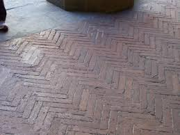 Eine stilvolle betonoptikwand lässt sich mit formaten wie 30x60 oder auch 60x120 gut umsetzen. Fussbodenaufbau Verlegung Alter Backsteine Ziegelsteine Im Dickbett