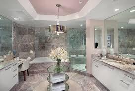Schickes Modernes Badezimmer Mit Marmor Wand Und Deckeneinbau Licht