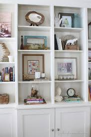 Decorating-Ideas-Bookcase-Styling