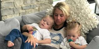 Kelly stafford, the wife of detroit lions quarterback matthew stafford, announced that she is having brain surgery to remove a tumor. Kelly Stafford Wife Of Nfl Star Matthew Stafford Is Back Home After Hospital Stay