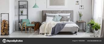 Gemütliche Mint Und Grau Schlafzimmer Stockfoto Photographeeeu