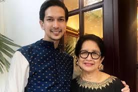 See more of dimas beck on facebook. Dikenal Family Man Intip 10 Momen Sayangnya Dimas Beck Pada Mama