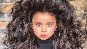 Pětiletá Holčička Má Neuvěřitelné Vlasy