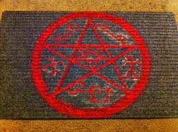 The Geeky Craftster: Devil's Trap Doormat from Supernatural
