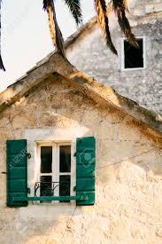 Grüne Fensterläden Die Fassade Von Häusern In Montenegro