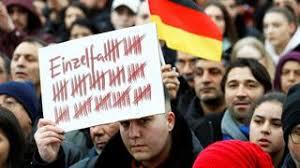 Das lka informiert am donnerstag über die verhaftung des mutmaßlichen täters (20). Messerattacke In Dresden Mutmasslich Rassistischer Deutscher Sticht Libyer In Den Hals Politik Tagesspiegel