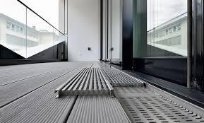 Wpc terrassendielen sind wesentlich haltbarer als reine holzdielen. Aco Profiline Holzterrassenrinne