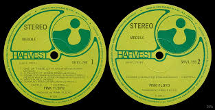 labels yellow green harvest labels p 1971 text around the top edge of the label starts at 12 o clock and says