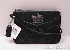 New NWT Coach Madison Black Signature   Leather Outline Wristlet Wallet  44577