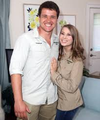 Terri, bindi and robert irwin discuss their family's conservation efforts with the wildlife warriors and announce a chance to help name an unborn baby giraffe. Bindi Irwin Announces Pregnancy Straight From The Zoo