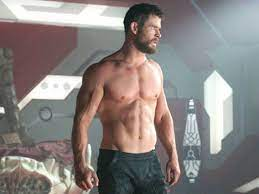 Chris Hemsworth posts a picture of his HUGE ARMS! But the fans are KNOWN to  see her SLIM LEGS !!! – News Block