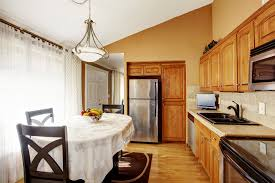 this small one wall kitchen looked bigger because of the vaulted ceiling