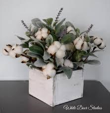 Fiori bianchi per celebrare l'arrivo di un neonato. 14 Deliziose Composizioni Floreali Per Abbellire Il Tuo Decoro Home Decor