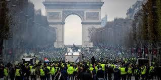 Risultati immagini per rivolta giacche gialle in Francia
