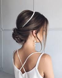 Она элегантная, изящная, что позволит вам сделать роскошный, но в тоже время сдержанный образ. Krasivye Idei Vypusknoj Pricheski 2021 Novinki I Trendy Pricheski Na Vypusknoj