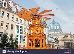 Dekorationen Auf Dem Weihnachtsmarkt In Dresden In