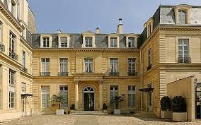 Chiffres du coronavirus et centres de vaccination. Embassy Of Switzerland In France