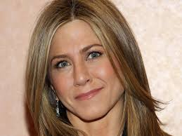 jennifer aniston s makeup artist has a surprising hack for keeping lipstick smudge free and it only costs 5