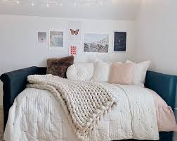 have checklist for a teen girl bedroom