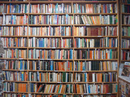 ... Shelves and shelves of books in Hay-on-Wye ...
