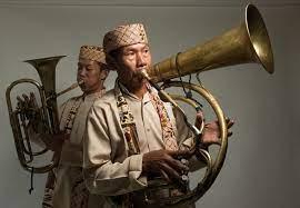 Biola adalah contoh alat musik melodis yang dimainkan dengan cara digesek. Alat Musik Tanjidor Sejarah Dan Penjelasanya Guratgarut